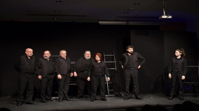 Ekin Tiyatrosu'ndan Çiğli'de muhteşem performans
