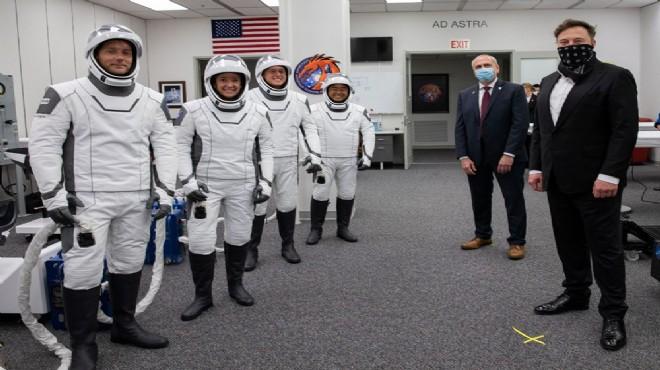 4 astronot Dünya'ya gece döndü: 45 yıl sonra bir ilk!