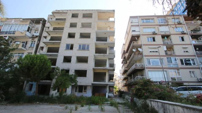 Bayraklı'da yan yatan bina onayın ardından yıkılacak