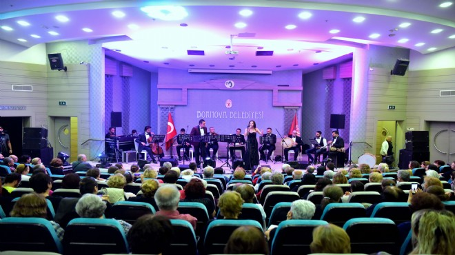 Bornova'da Ata'nın sevdiği şarkılar yankılandı