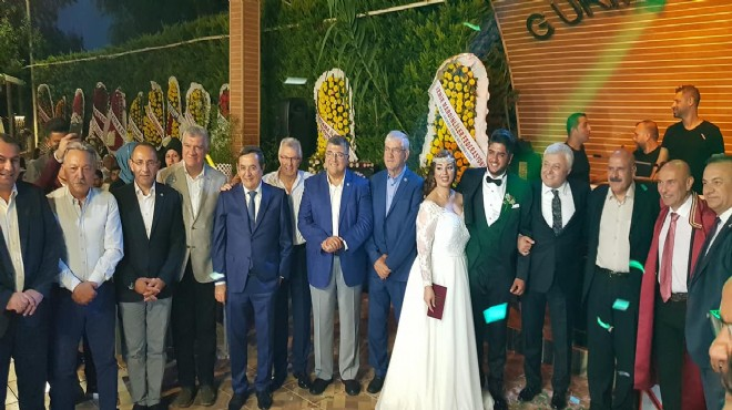 CHP İzmir i buluşturan düğün!