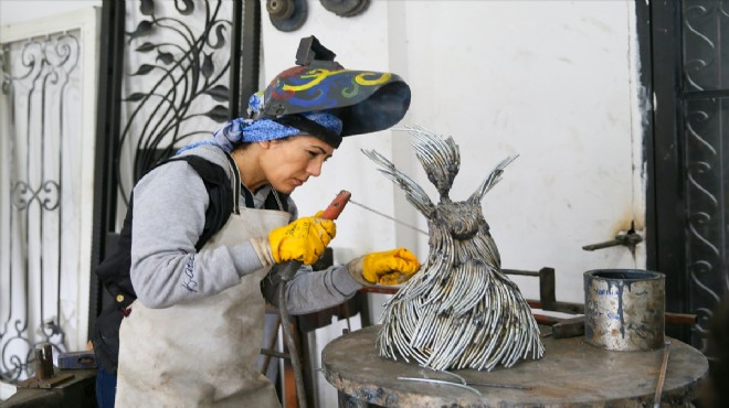 Demirci Gülcan usta işini sanata dönüştürdü