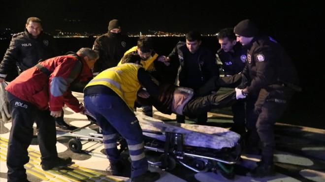 Dengesini kaybetti, denize düştü, polisler kurtardı