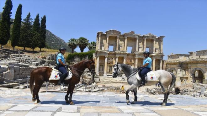 Efes Antik Kenti'ne atlı jandarma
