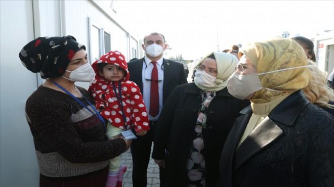 Emine Erdoğan'dan İzmir'de depremzedelere ziyaret