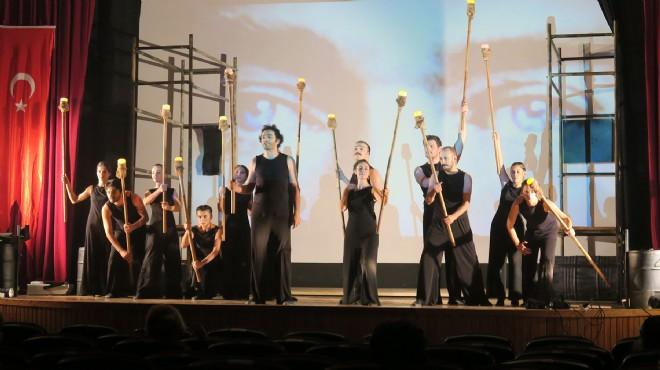 Foça'da tiyatro zamanı: Perde Ganster'le açıldı
