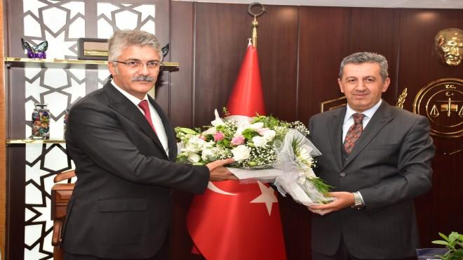 İzmir Adliyesi'nde devir teslim töreni