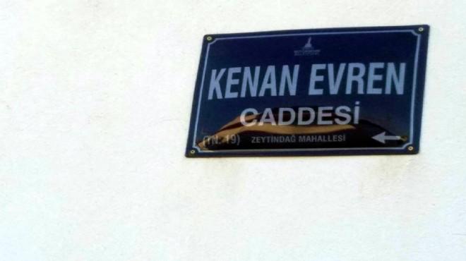 İzmir'de Kenan Evren'in ismi cadde ve sokaklardan kaldırıldı
