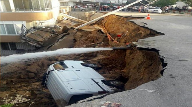 İzmir'de faciadan dönüldü: Duvar çöktü, göçük oluştu!