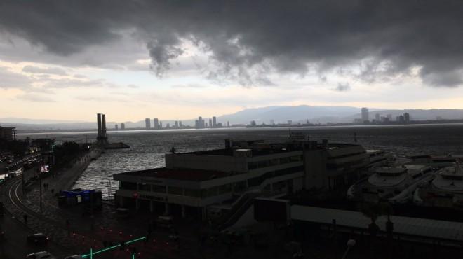 İzmir'de sağanak ve fırtına kabusu: Yağışlar ne kadar sürecek?
