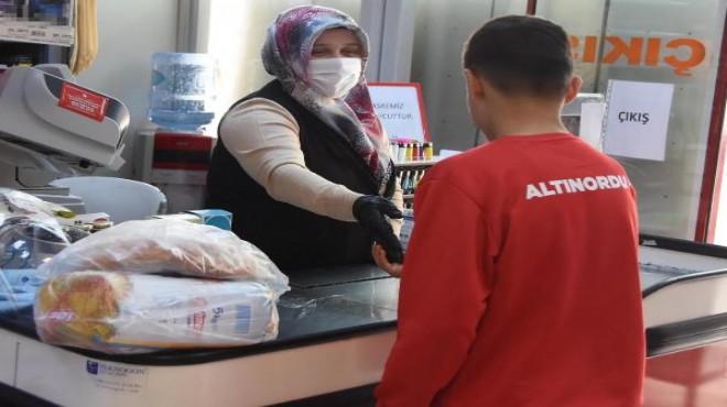 İzmir'deki marketlerde koronavirüs tedbirleri