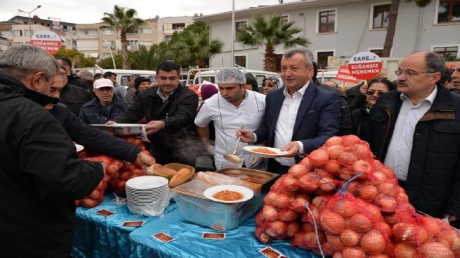 İzmir in o ilçesinde belediyeden vatandaşa 10 ton soğan!