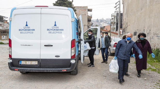 İzmir'de büyük dayanışma yola çıktı: İlk teslimat Başkan Soyer'den!