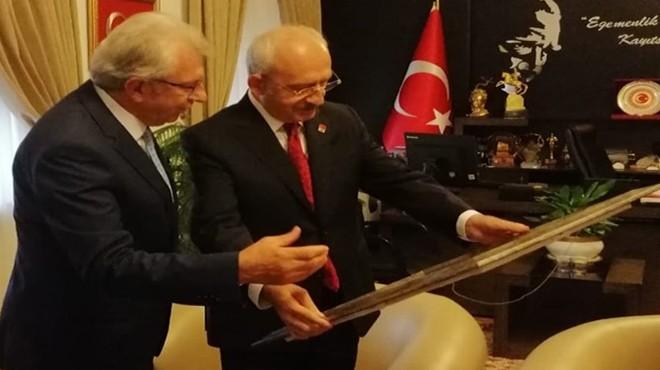 İzmirli Başkan'dan Kılıçdaroğlu'na ziyaret, özel hediye ve davet!