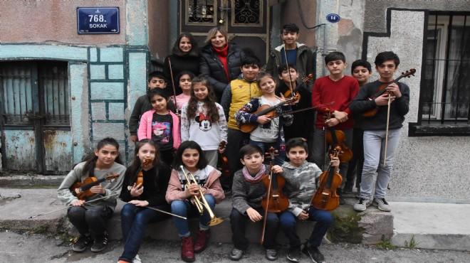 İzmirli çocukları suçtan korumak için kurulan orkestra performansıyla göz doldurdu