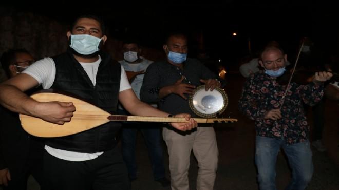 İzmirli müzisyenlerden sahur sürprizi!