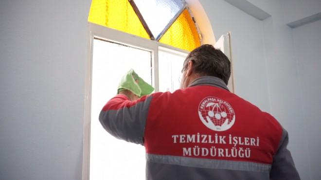 Kemalpaşa'da ibadethaneler temizlendi